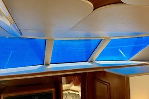 40' Meridian 408 Motoryacht 2004 Forward Salon