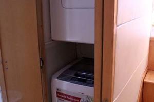 54' Bertram 54 Convertible 2000 Washer / Dryer