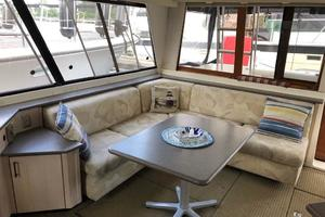 47' Bayliner 4788 Pilothouse 1995 Salon Aft Stbd