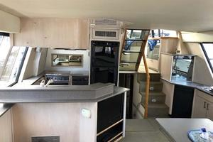 47' Bayliner 4788 Pilothouse 1995 Salon Fwd