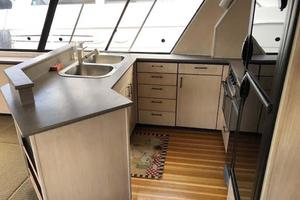47' Bayliner 4788 Pilothouse 1995 Galley