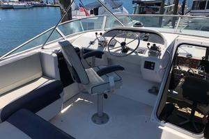 47' Bayliner 4788 Pilothouse 1995 Upper Helm / L shaped Seating
