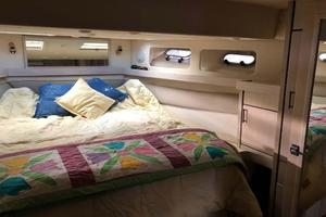 47' Bayliner 4788 Pilothouse 1995 Master Berth