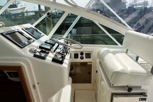 35' Cabo 35 Express 2006 Helm