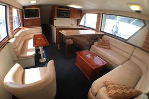52' Hatteras Convertible 1990 SalonForward