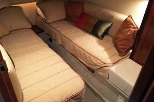 42' Sea Ray 420 Sedan Bridge 2005 Guest Stateroom