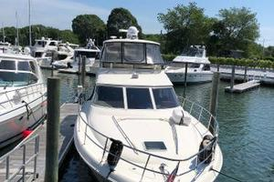 48' Sea Ray  2004 Foredeck