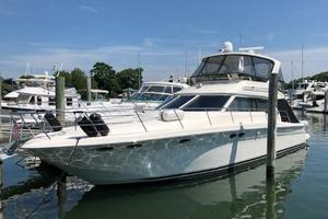 48' Sea Ray  2004 Port Side Bow