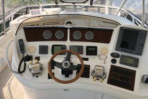 48' Sea Ray  2004 Helm Station