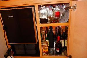 46' Silverton Motor Yacht 1990 Liqueur cabinet / icemaker