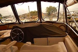 46' Silverton Motor Yacht 1990 Fly-bridge enclosure