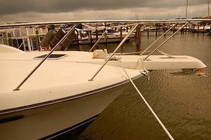 46' Silverton Motor Yacht 1990 Bow