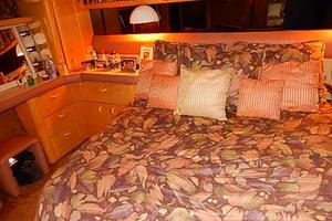 46' Silverton Motor Yacht 1990 Owners stateroom