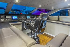 110' Horizon  2000 Pilothouse