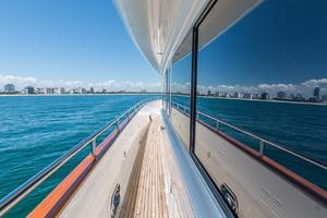 110' Horizon  2000 Side Deck