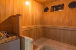 110' Horizon  2000 Sauna