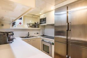 79' Leopard  2000 Galley