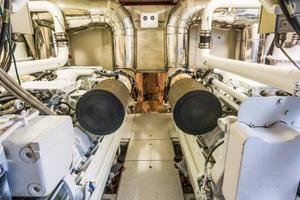 79' Leopard  2000 Engine Room