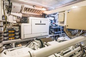 79' Leopard  2000 Engine Room