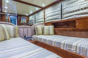 79' Leopard  2000 Twin Guest Stateroom