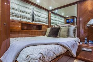 79' Leopard  2000 Guest Stateroom
