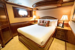 150' Richmond Yachts Tri-deck Motor Yacht 2010 QUEEN STATEROOM