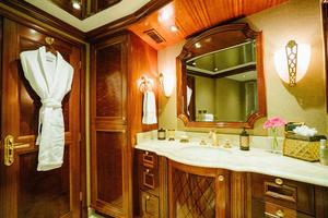 150' Richmond Yachts Tri-deck Motor Yacht 2010 MASTER HEAD