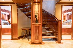 150' Richmond Yachts Tri-deck Motor Yacht 2010 GUEST AREA FOYER