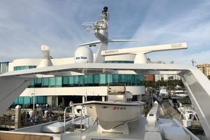 100' Broward Raised Pilothouse 2000 Flybridge - Radar arch
