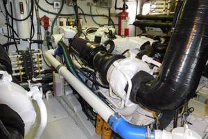 100' Broward Raised Pilothouse 2000 Engine Room