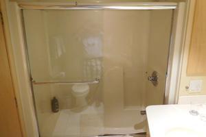 100' Broward Raised Pilothouse 2000 VIP Shower
