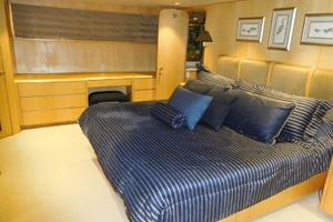 100' Broward Raised Pilothouse 2000 Master Stateroom