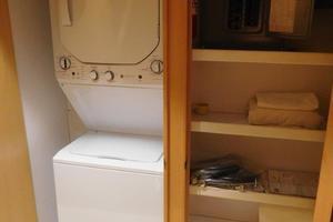 100' Broward Raised Pilothouse 2000 Laundry