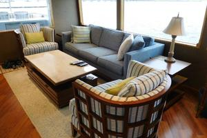 100' Broward Raised Pilothouse 2000 Salon Seating