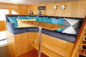 100' Broward Raised Pilothouse 2000 Pilothouse Guest Seating