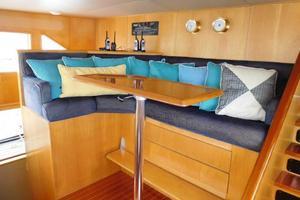 100' Broward Raised Pilothouse 2000 Pilothouse Guest Seating
