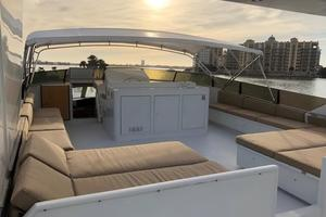 100' Broward Raised Pilothouse 2000 Flybridge - looking forward