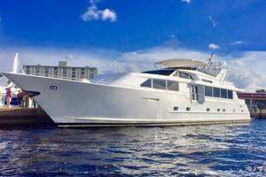 100' Broward Raised Pilothouse 2000 Port Bow Profile
