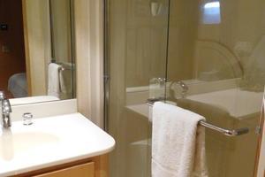 100' Broward Raised Pilothouse 2000 Guest Shower