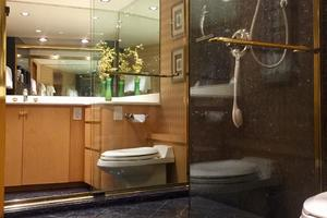 100' Broward Raised Pilothouse 2000 Master Shower