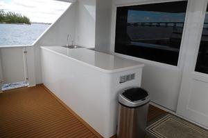 100' Broward Raised Pilothouse 2000 Aft Deck Wet Bar