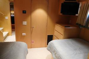 100' Broward Raised Pilothouse 2000 Starboard Twin Guest Stateroom