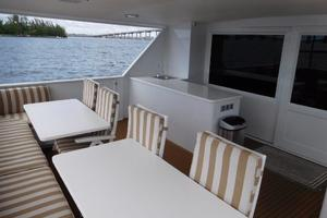 100' Broward Raised Pilothouse 2000 Aft Deck & Wet Bar