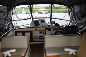 42' Grand Banks 42 Classic 1984 Flybridge helm