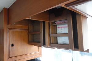 42' Grand Banks 42 Classic 1984 Dish storage