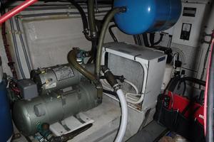 42' Grand Banks 42 Classic 1984 Fresh water pump