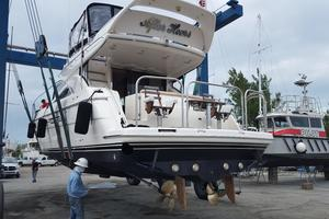 52' Viking Sport Cruisers 52 Flybridge 1998 Bottom