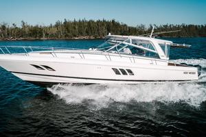 47' Intrepid 475 Sport Yacht 2014 Port Profile Running
