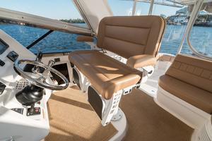 47' Intrepid 475 Sport Yacht 2014 Helm Seating