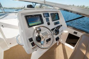 47' Intrepid 475 Sport Yacht 2014 Helm 2
